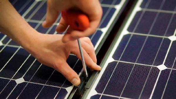 installation panneaux solaires-600