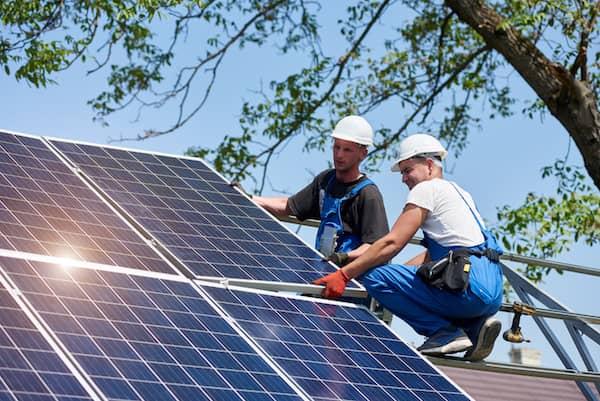 installation panneaux solaires sur toiture